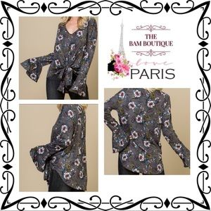 6261904800d7 Acting Pro Gray Floral Bell Sleeve V-Neck Top